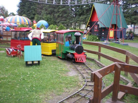 Train Du Pere Noel le p'tit train et son lutin coquin   Picture of Village du Pere