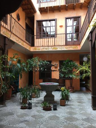 Hotel Casa del Aguila: view from entrance