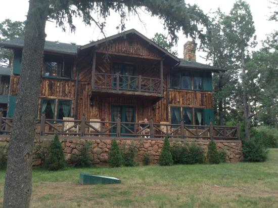 Rocky Mountain Lodge & Cabins: Porch