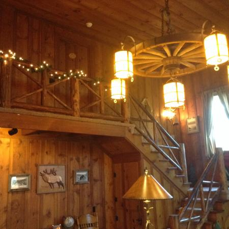 Rocky Mountain Lodge & Cabins: View in house