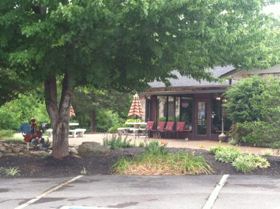 Countryside: Front of restaurant