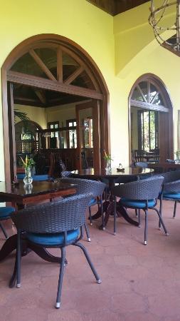 Hamanasi Adventure and Dive Resort : restaurant