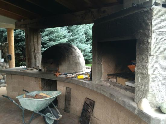 Cawston, Canada: Outdoor oven and grill