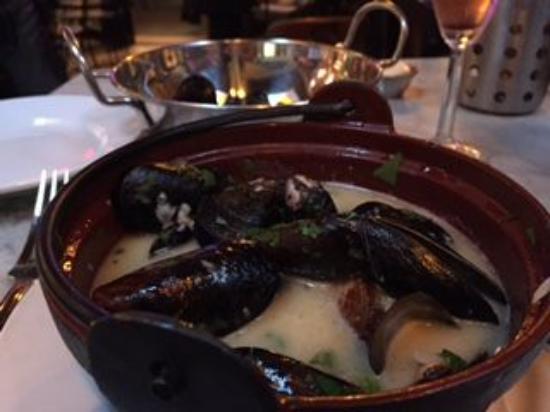 Plouf: Mussels Meurniere
