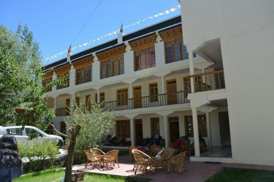 Barath Hotel & Guest House: H