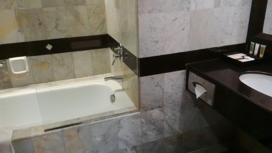 Grand Aquila Hotel Bandung: Bathtub tersedia di tiap tipe kamar
