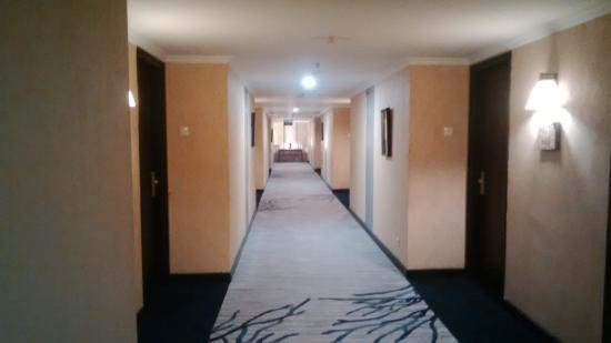 Grand Aquila Hotel Bandung: Koridor antar kamar