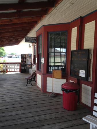 Oroville, WA: depot