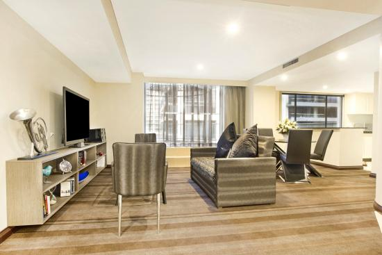 bellerieve loungeroom picture of rydges world square. Black Bedroom Furniture Sets. Home Design Ideas