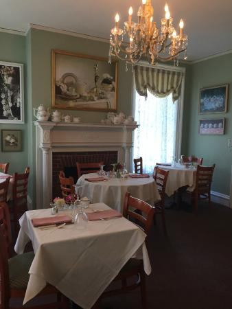 Teaberry's Tea Room: Interior tea room