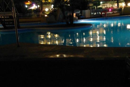 Evenia Olympic Palace : Salt-water pool at night