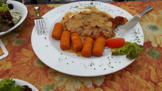 Bad Breisig, Tyskland: Schnitzel in champignonsrahm