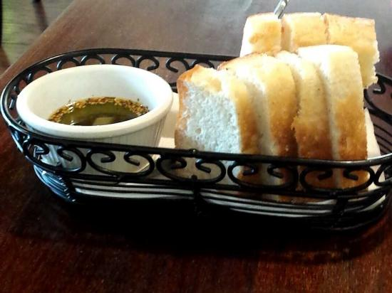 Galata Bistro: Bread and oil
