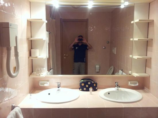 Bagno ampio con doppio lavello - Foto di Pegasus Hotel - Hotel Il ...