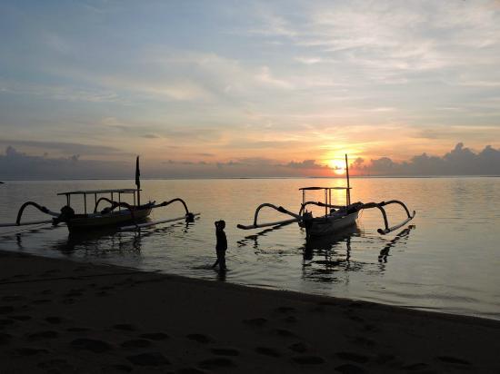 The Lovina: Boat sunset