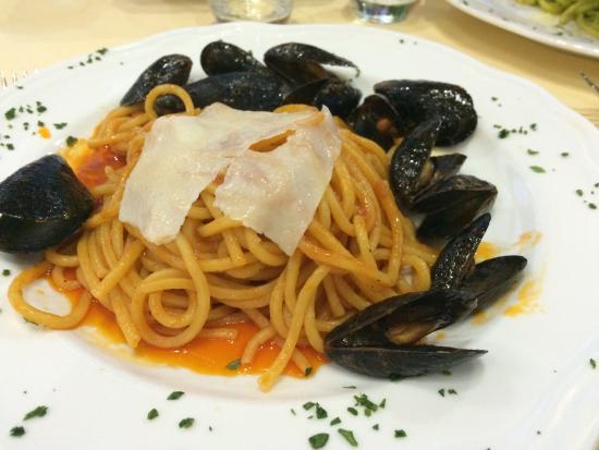 Tutti Noi: Spaghetti immersi nell'olio