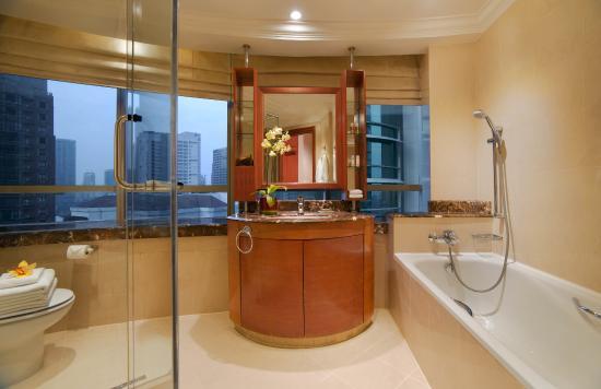 Pullman Kuala Lumpur City Centre Hotel And Residences: 2-Bedroom Apartment Bathroom at Pullman KLCC