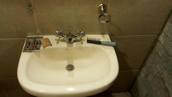 Hotel Warari: Ni vaso ni sitio para un cepillo de dientes
