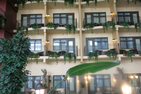 Chambres chanceuses avec balcon picture of hotel for Chambre public affairs