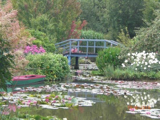 Jardin du peintre Andre van Beek : le petit pont