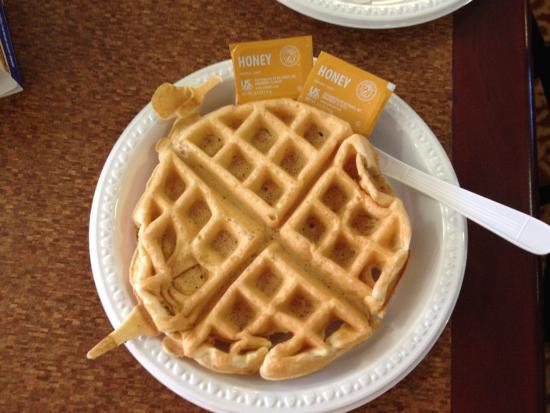 Best Western Plus The Inn At Sharon/Foxboro: Sıcak ve taze waffle