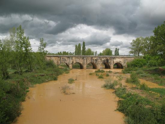 Melgar de Fernamental, Spanien: Puente-acueducto de Abánades (Puente del Rey)