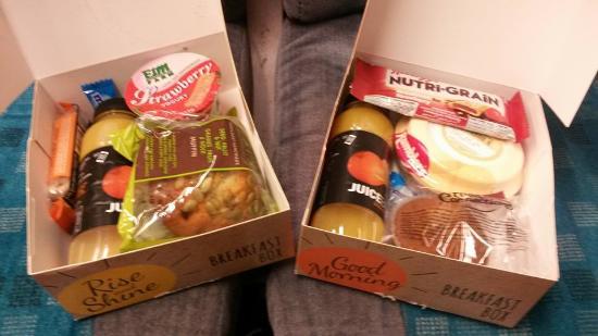 Travelodge Holyhead Hotel: Breakfast boxes