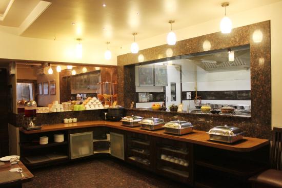 Live Kitchen Studio Buffet Restaurant - Picture of Hotel Vetro Inn ...