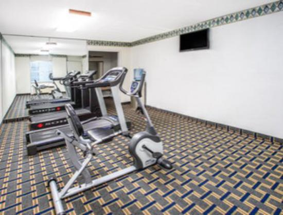 Days Inn Roanoke North: Fitness Center