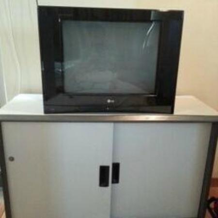 Hotel 906 Airport: TV
