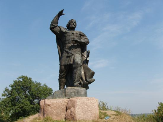 Novhorod-Siverskyi, Ukraina: Памятник Бояну