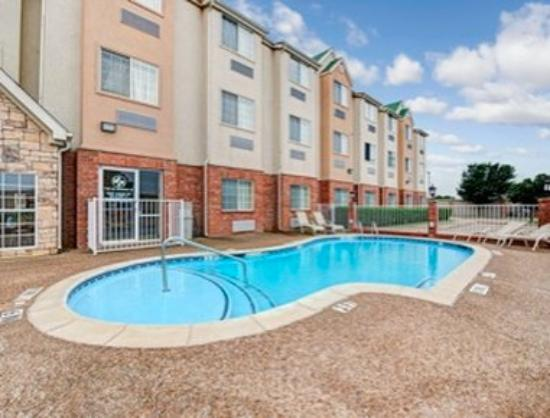 Worst hotel ever review of sunstone inn dallas for Pool show dallas