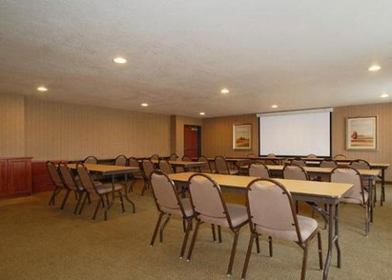 Pleasant Hill, IA: Meeting Room