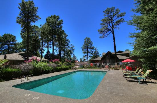 Majestic Mountain Inn: MajesticMountainInnPool