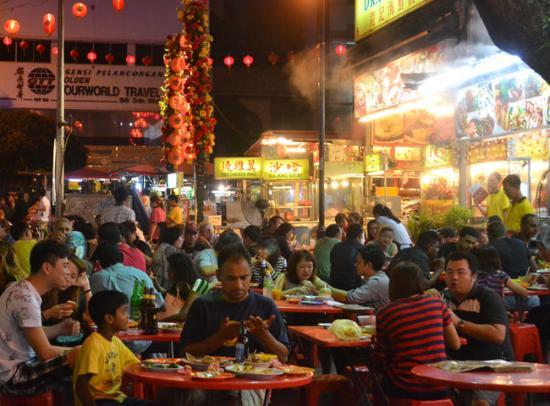 Corona Inn: semua makanan chinese food ada disini, tempat sangat menarik untuk santap malam. suasana sangat