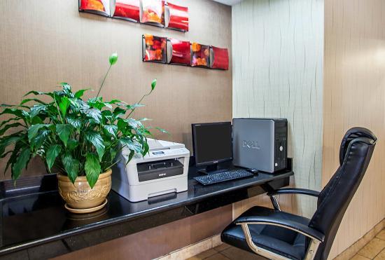 Quality Inn and Suites Davenport: IAComp