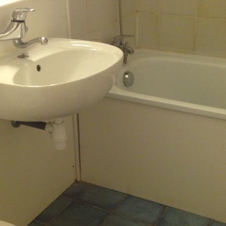 Campanile Calais : Just no need for the state of the bathrooms. Never heard of Bleach? No obviously not. Never agai