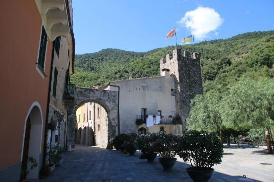 Zuccarello, Italie : porta di accesso al paese