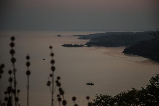 Hornbill Lodge: View at the back over Lake Kariba