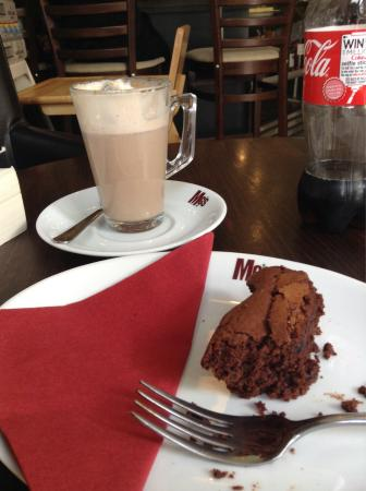 Today, I have just tried MG's spiced chai latte and their gluten-free brownie, and both are abso
