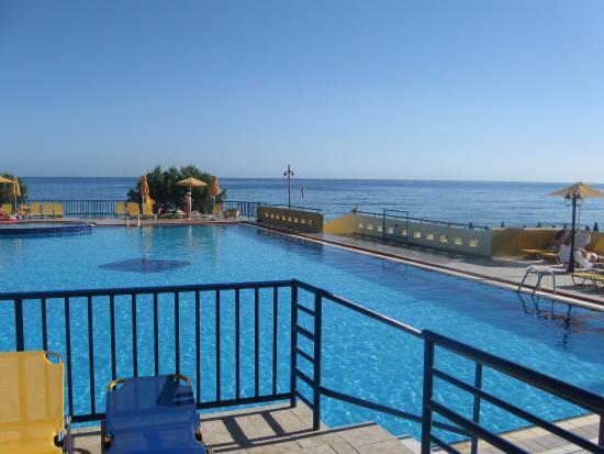 Kavros Beach: basen