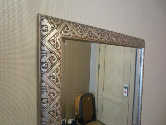 Hotel Seraglio: Mirror detail