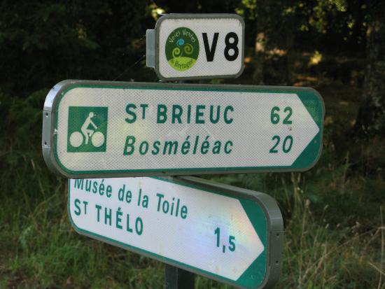 Le Quillio, France: Rigole d'Hilvern