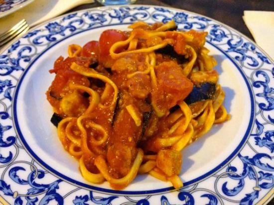 Ristorante Tre Fontane: pasta pesce spada e melanzane