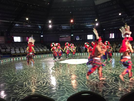 A Mei Wenhua Village: 阿美族の踊り