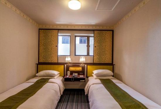 Evergreen Hotel : Twin Bed Room