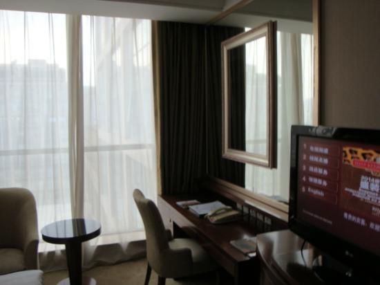 Ritan International Hotel: В номере. Май 2014.