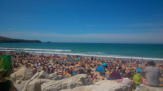 Hepworth Guest House: The view of the pack Fistral beach on th esaturday of the boardmasters