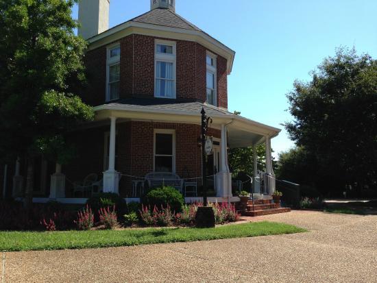 Church Point Manor