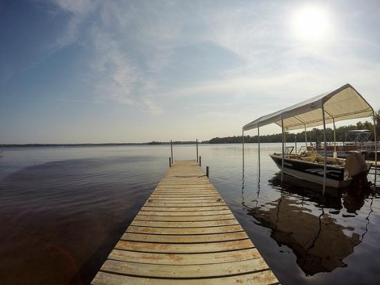 Timber Trail Lodge and Outfitter: Main Dock